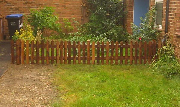 2ft High Pointed Top Picket Fencing In Welwyn Garden City