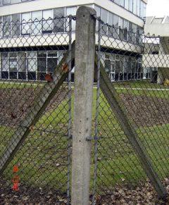 Concrete Straining Corner Post